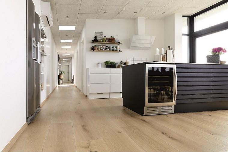 Holzboden in Küche