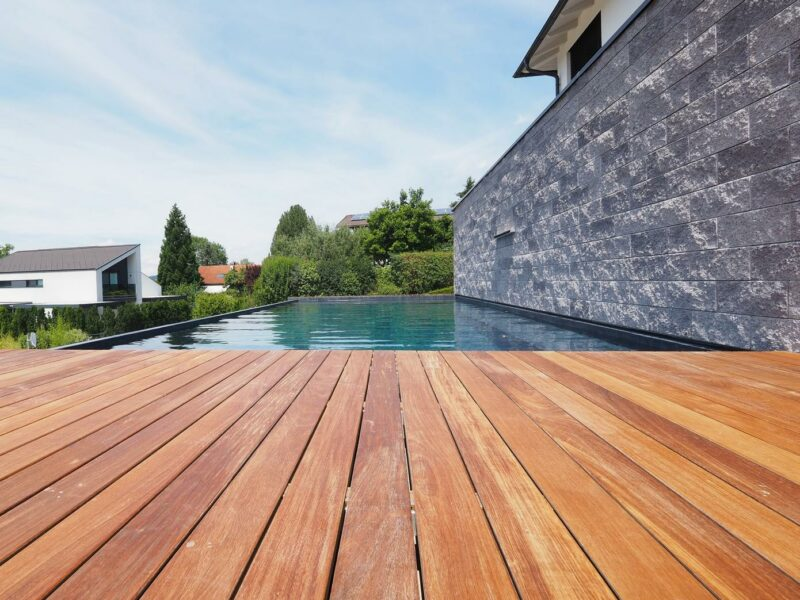 Holz Poolumrandung